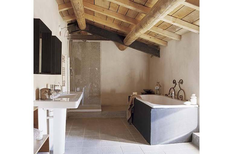 Vonios kambarys palėpėje