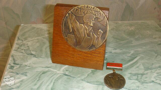 Stalo medalis + medaliukas.