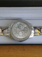 Naujas rankinis laikrodis