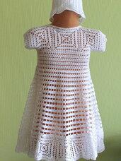 Puošnios vienetinės suknelės su kepurytėmis