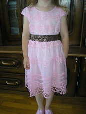 Nuostabi puosni rozine suknele