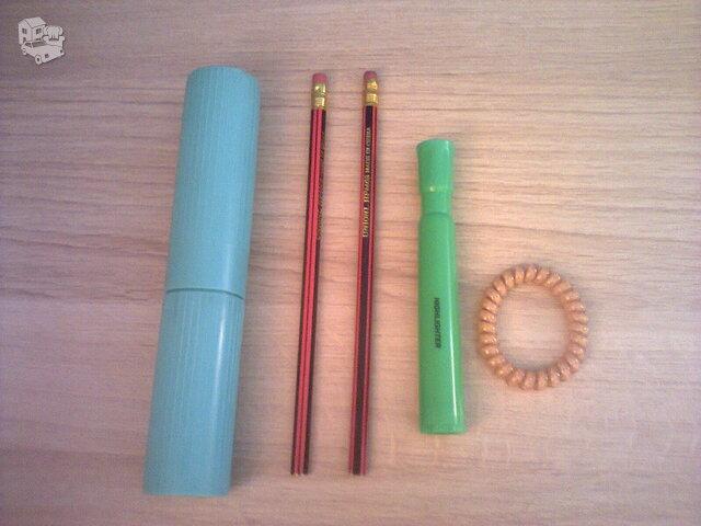 Įvairios papkės, segtuvai, sąsiuviniai, pieštukai, liniuotės ir
