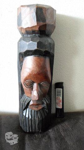 Medinė statulėlė