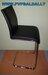 Juodos pusbario kėdės