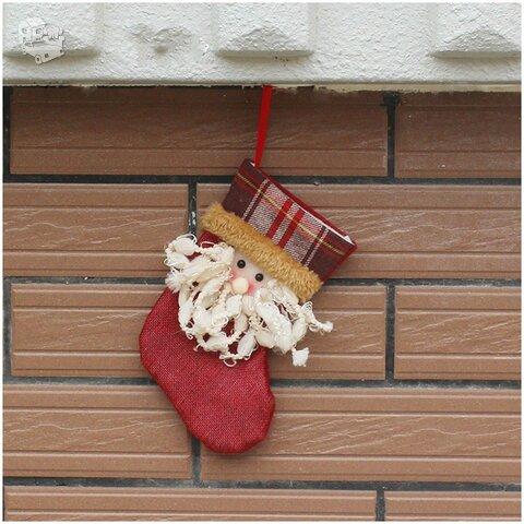 Pakabinama nedidelė kalėdinė kojinė