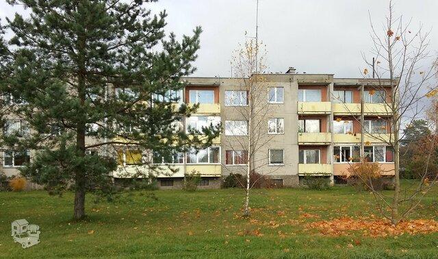 4 kambarių butas Pakruojo r. sav., Petrašiūnuose, Stoties g.