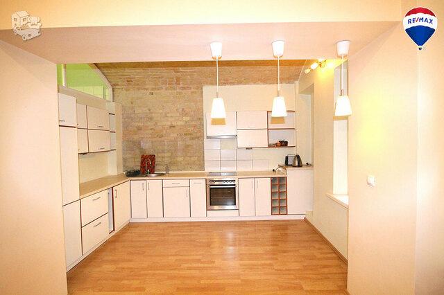 3 kambarių butas Vilniuje, Senamiestyje, Šermukšnių g.