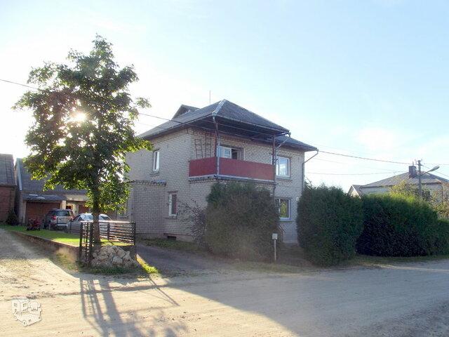Gyvenamasis namas Plungės r. sav., Plungėje, Ežero g.