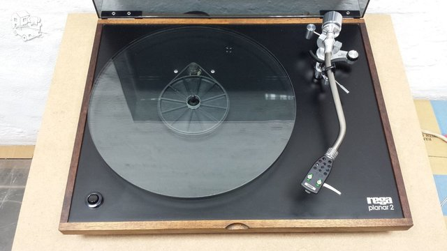 Rega Planar 2, Rega Bias galvute, Made In England